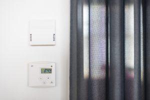 Hiilidioksidimittari ja lämpötilasäädin
