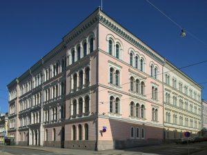 Arppeaunum sijaitsee Senaatintorin varrella ja  on valtioneuvoston