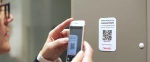 kännykällä kuvataan QR-koodia
