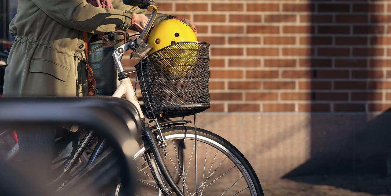Polkupyörää talutetaan