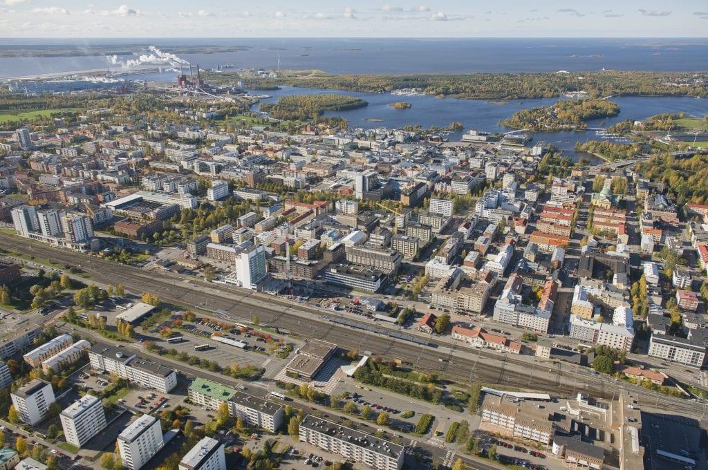 Oulun asema-alue ilmakuvassa.